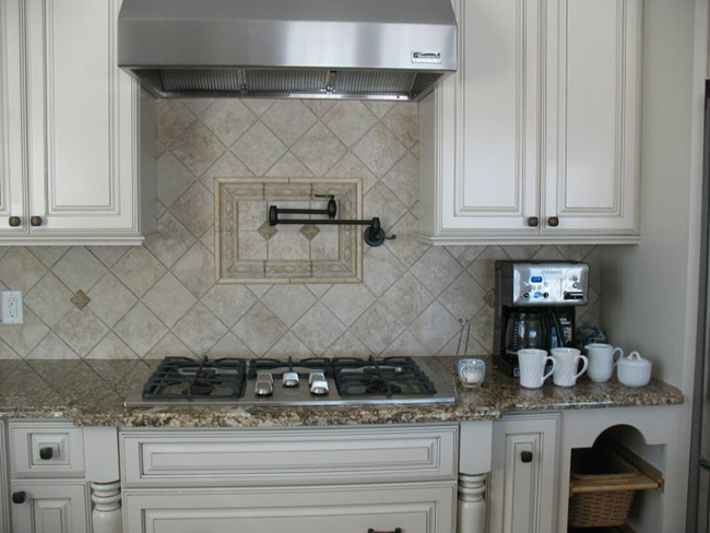Natural Stone Backsplash KB012